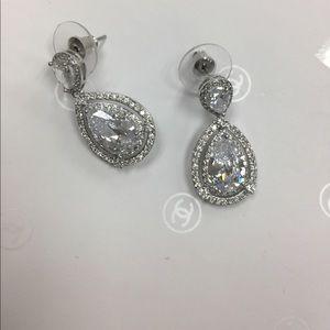 8 carat Sapphire pear drop earring.